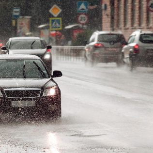TOP TIPS FOR DRIVING IN THE RAIN IN DUBAI